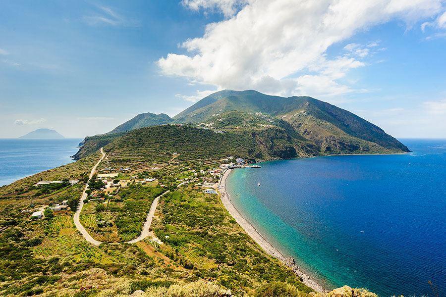 Monte Fossa delle Felci -  Vista  da Capo Graziano