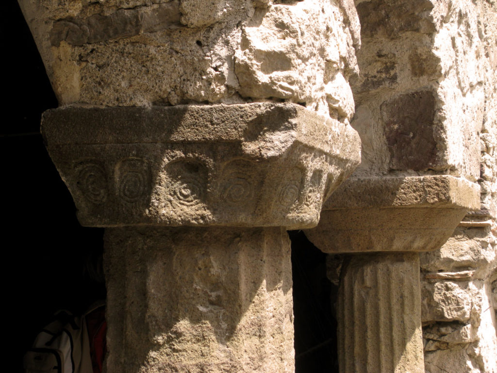 Particolari del Chiostro Normanno di Lipari