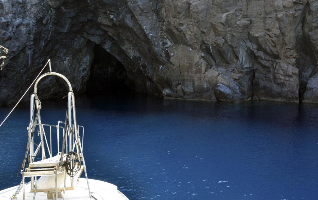 Grotta del Cavallo in barca